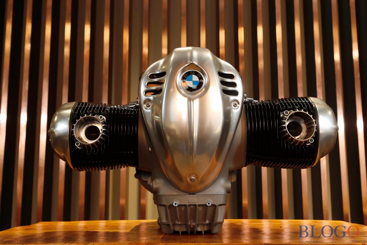 """BMW dévoile le moteur dans un """"Grand Boxeur"""" R """" 18"""