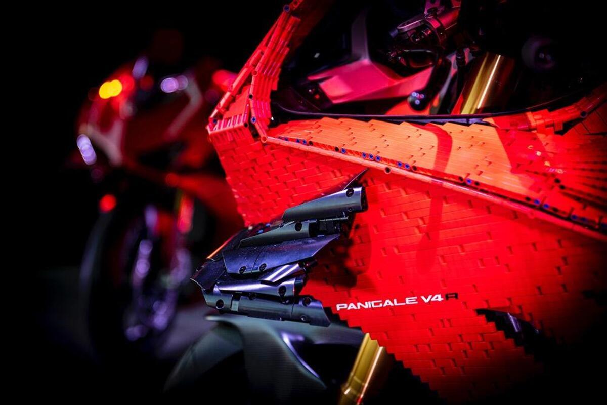 Ducati et LEGO: à Modène voit les débuts de la Panigale V4R