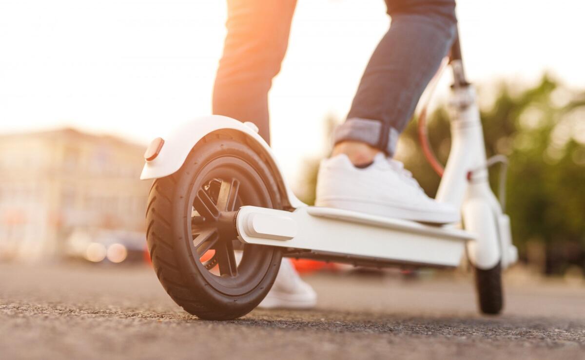 Du GOUDRON et des scooters: nouvel arrêt pour le partage