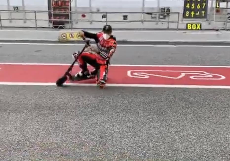 Scott Redding: genou sur l'asphalte, même sur un scooter [Video]