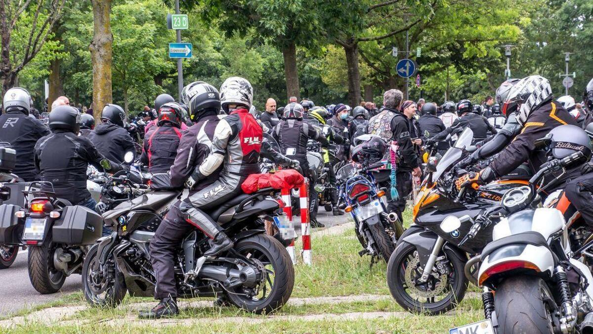 Des dizaines de milliers de motocyclistes contre les interdictions en Allemagne