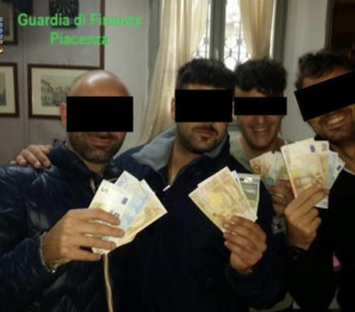 Caporal - chef des Carabiniers arrêté à Piacenza: ici, c'est tout de son deux roues