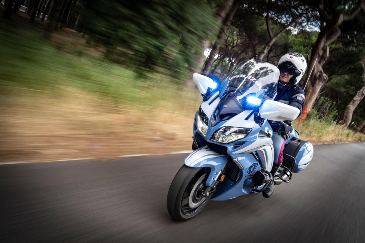 Quatre-vingt-dix de la nouvelle Yamaha FJR 1300AE à la Police d'État