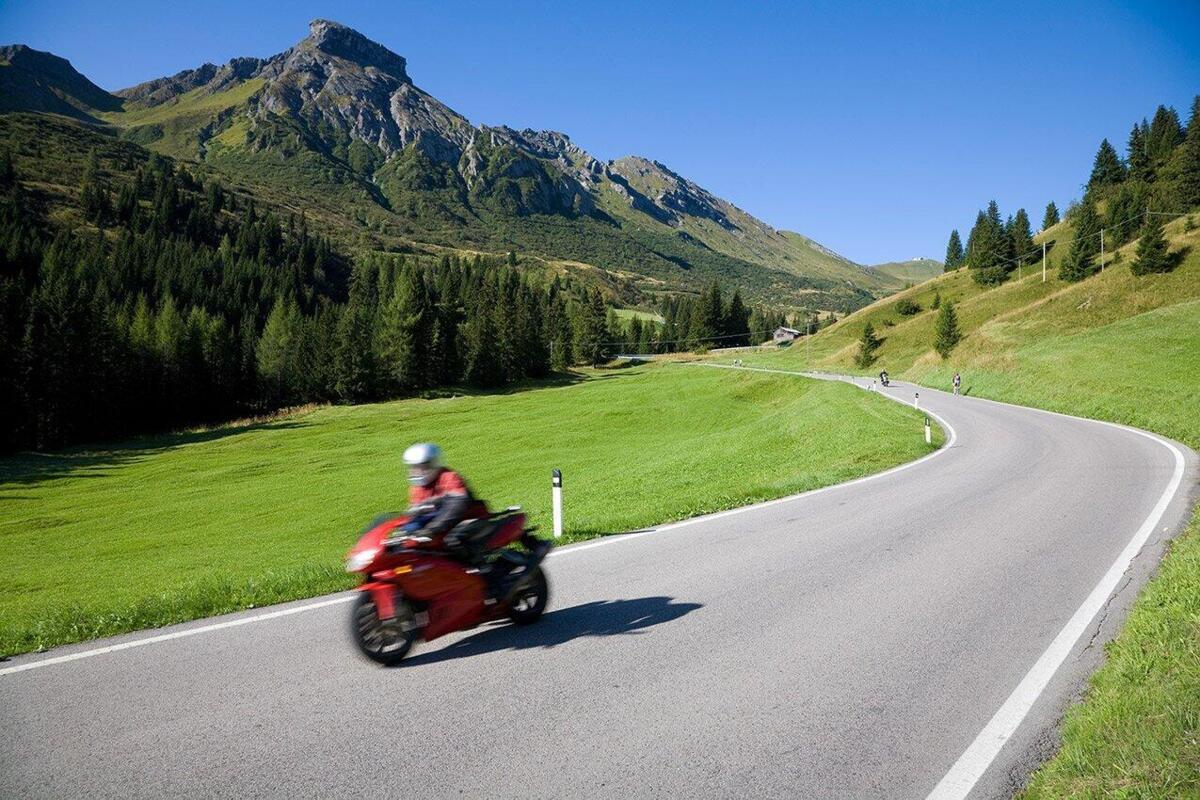Après les limites pour les motos, sur les cols de montagne et les vérifications avec le compteur