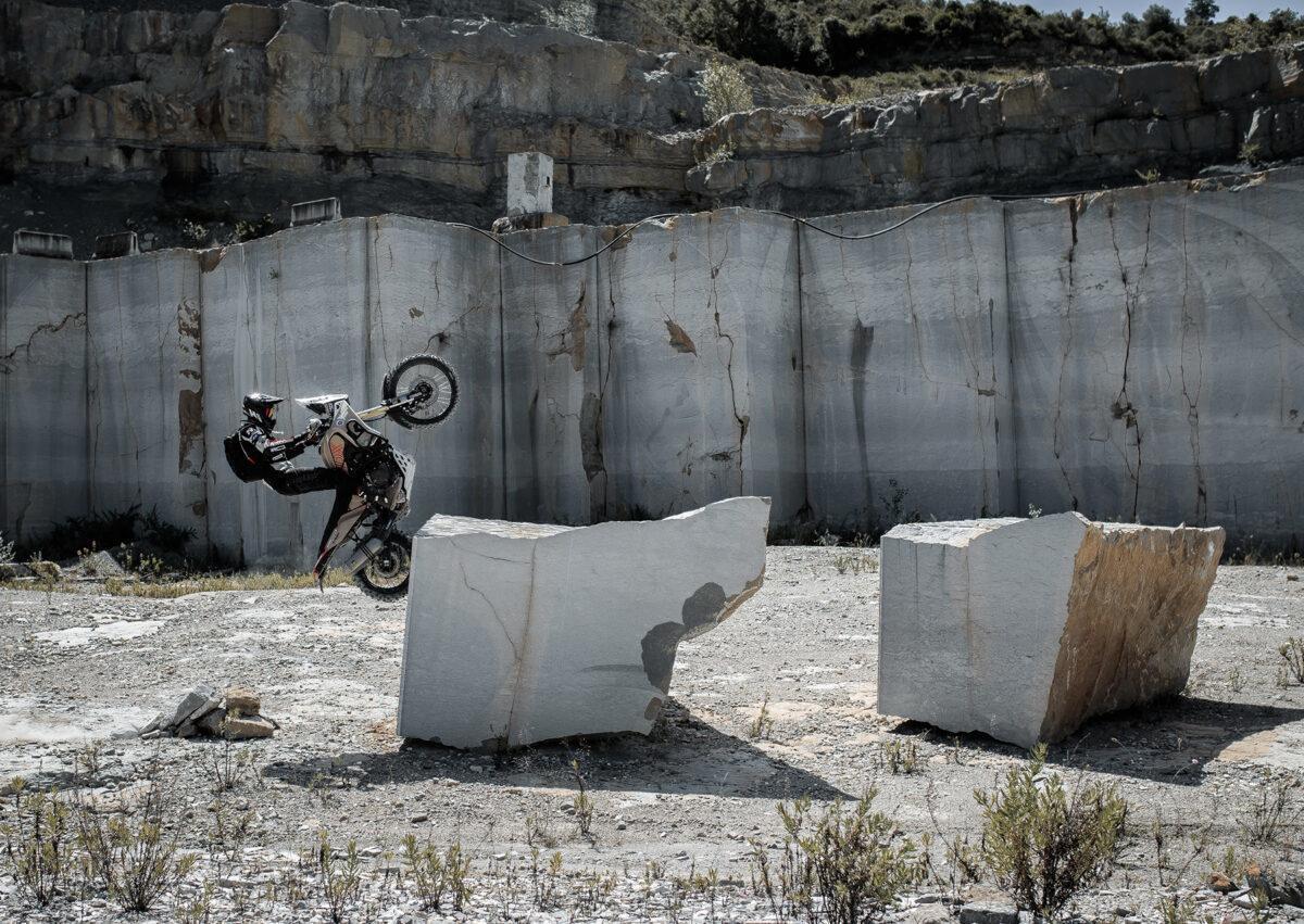 Essai avec 190 kg de moto de Pol Tarrés: numéros avec Yamaha Ténéré 700