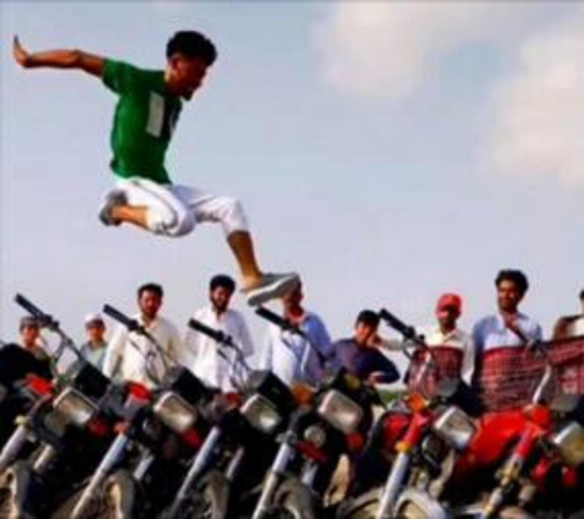 YouTube star: onze vélo avec un saut... Une promenade. La vidéo est déjà virale